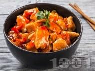 Пържени пилешки хапки със сос с ананас на тиган
